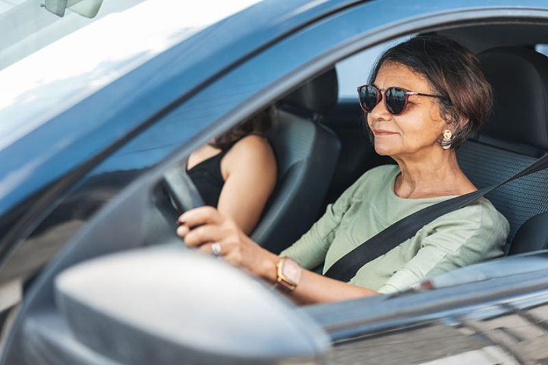 Adulto mayor: ¿Qué cuidados debe tener al conducir un auto?