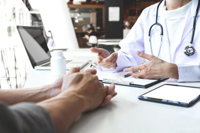 ¿Por qué los deducibles son diferentes en cada clínica?